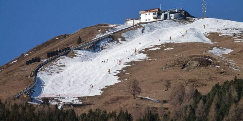 Low snow cover threatens Swiss ski resorts